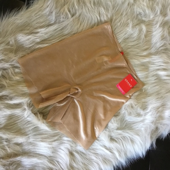 Spanx Girl Short Naked 2.0 Size Small Nude NWT